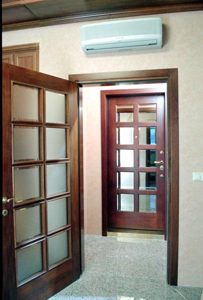 входные двери с зеркалом чехов